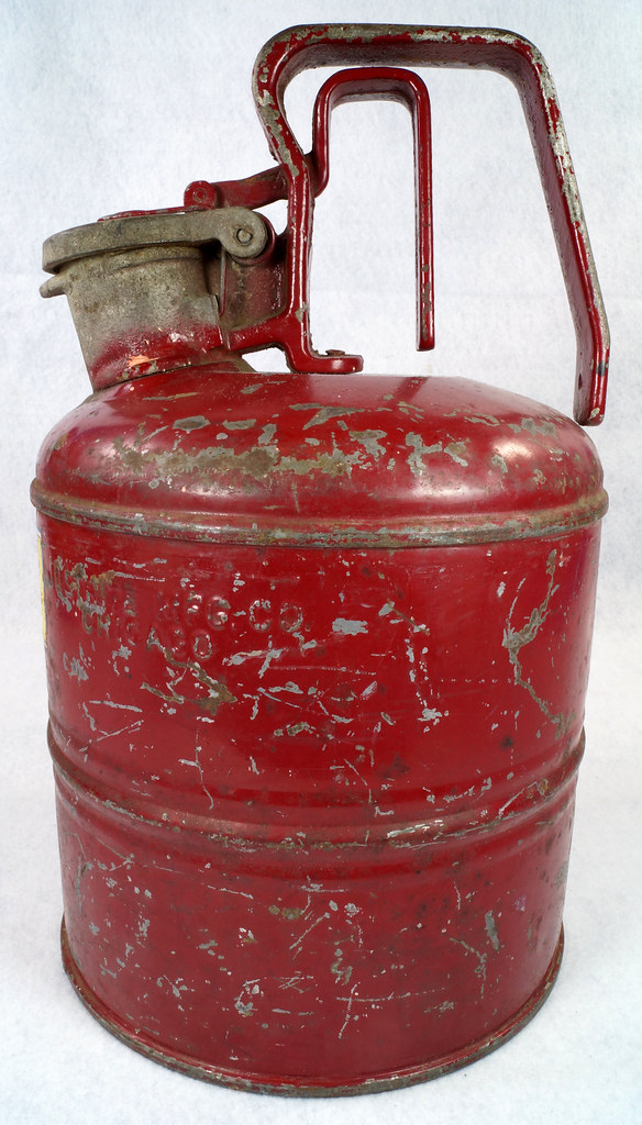 RD14619 Vintage Red JUSTRITE Chicago Safety Gasoline Can One Gallon DSC08116