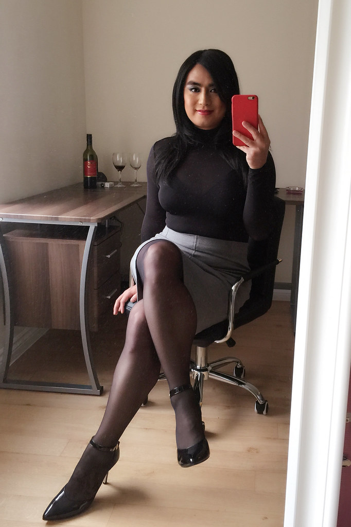 Wearing Hot Pantyhose Black 81