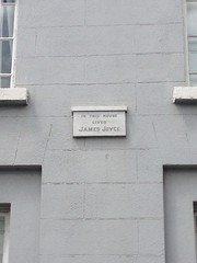 Photo of James Joyce grey plaque
