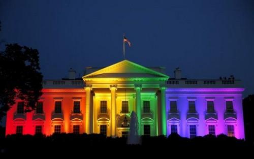 白宫亮起彩虹灯光庆祝