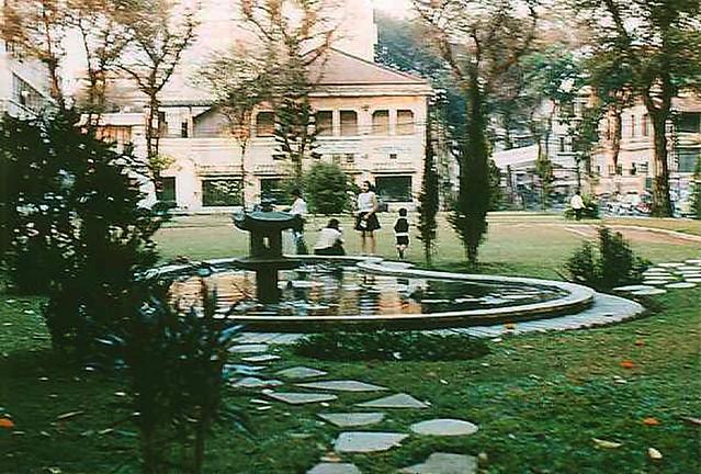 Công viên phía trước dinh Gia Long, góc Gia Long - Pasteur