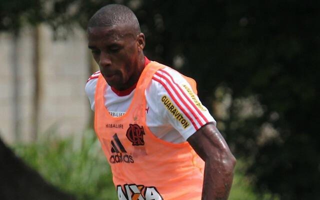 Zagueiro Marcelo diz que n�o est� de sa�da do Flamengo