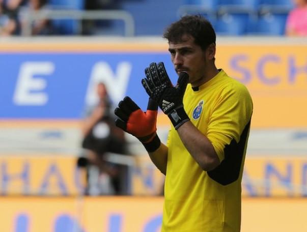 Iker Casillas recibe primeros goles como guardián del Porto