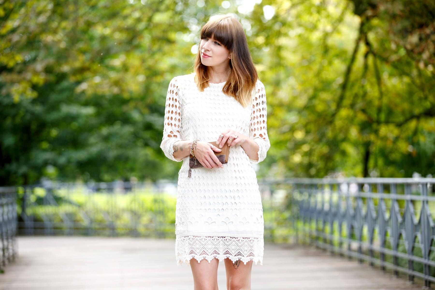 dress-for-less outfit styling white sommerkleid summer look crochet wrangler hilfiger fashion blog germany düsseldorf ricarda schernus cats & dogs 1