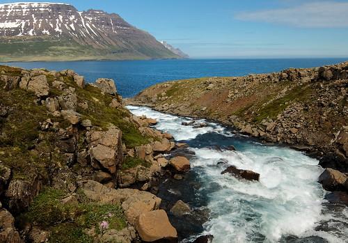 iceland ísland europe sea water river stream seydisfjordur seyðisfjörður fjord mountain landscape brimnesfjall f11 fujifilm xq1 rawtherapee