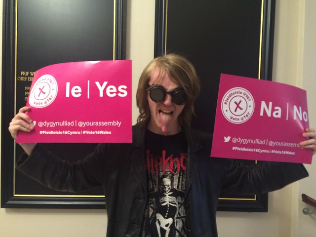 'Vote @ 16?' / 'Pleidleisio @ 16?'