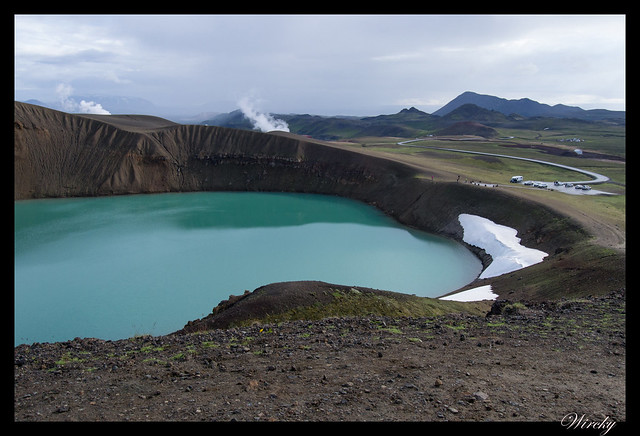 Caminando dentro del volcán Krafla de Islandia