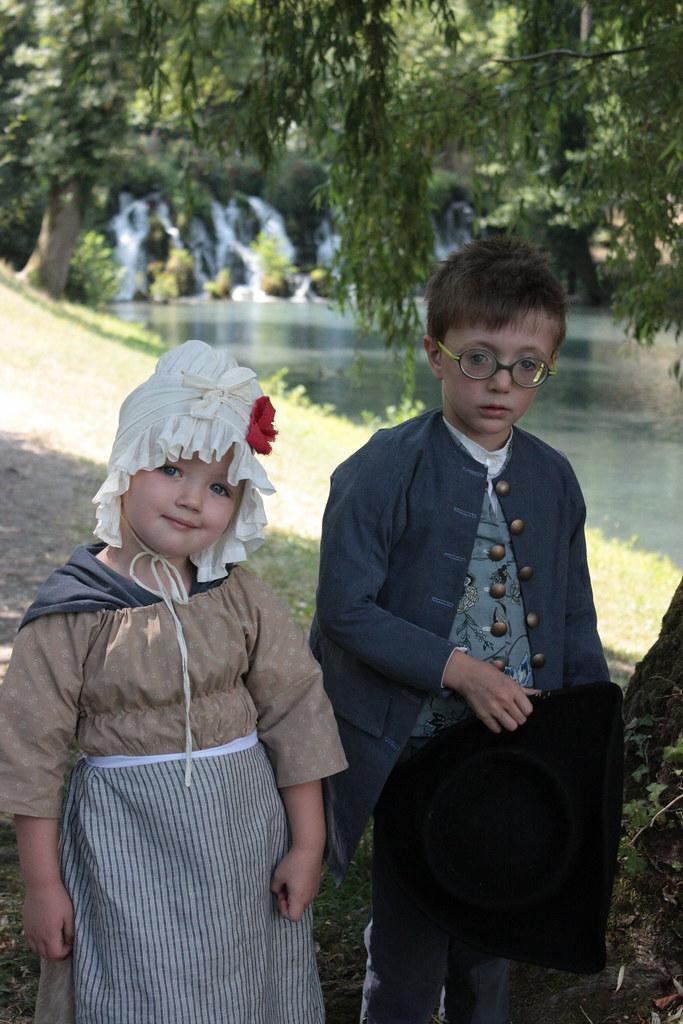 Enfants en costume XVIIIme