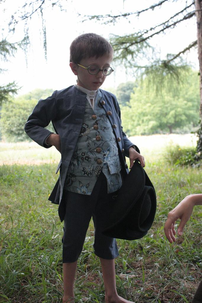 Petit garçon en costume XVIIIme