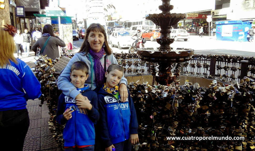 Fuente de los candados en Montevideo