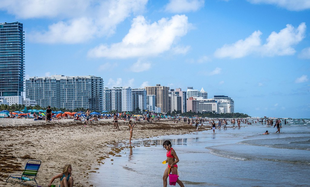 10 best city beaches in the world voyage nomad for Best places to live in florida by the beach