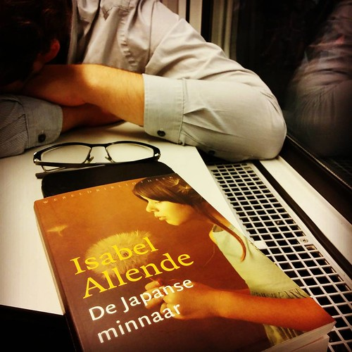 #hetlief slaapt. Ik lees. We doen allebei wat we graag doen. #opdetrein