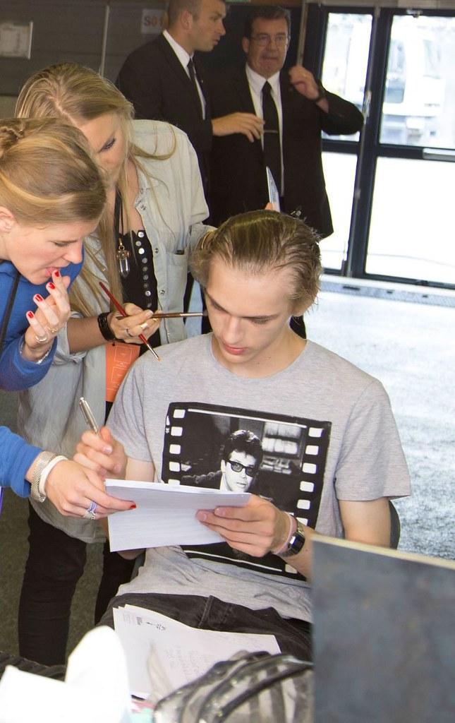 Dominik Sadoch3408_SS16 Paris Kenzo(fashionising.com)