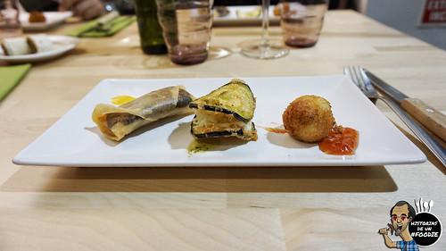 Crujiente de morcilla con compota / Brandada de bacalao con berenjena y crujiente de rúcula / Croqueta casera con mermelada de tomate