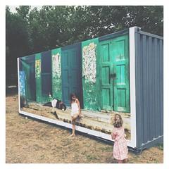 26.07.15 • sur la route des vacances | my girls | photo sur container de Jodie Griggs, @hueystar is that yours ?