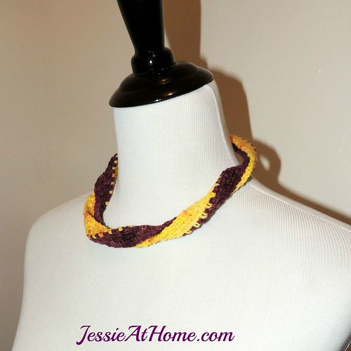 Twisted-Spirit-T-n-T-Necklace-free-crochet-pattern-by-Jessie-At-Home-side