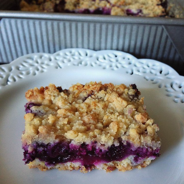 My new favorite- blueberry crumb bars. Recipe from @smittenkitchen. 💙