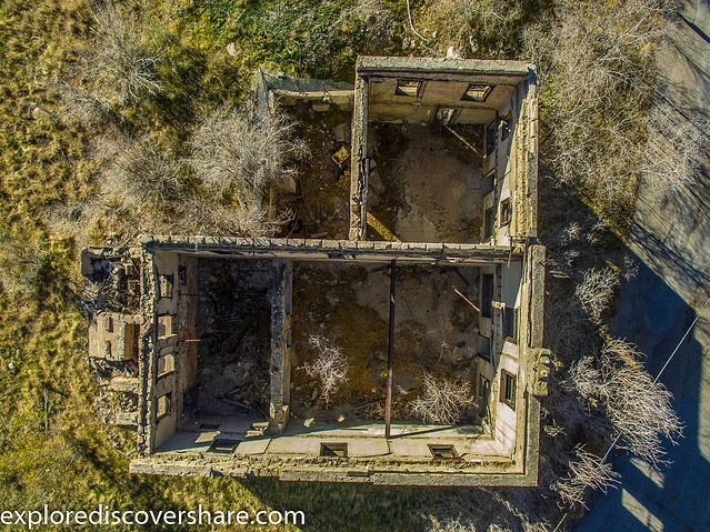#Found this #old #abandoned building while driving through #helper #utah . Just had put the #drone up for this one. View the whole story at bit.ly\explorediscovershare #explorediscovershare #ruralex #ruralexploration #dji #phantom3 #phantom #flight #fly #