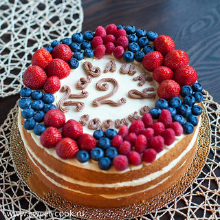 Торт нэкед со свежими ягодами