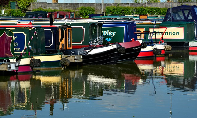 20140517-28_Reflections_Crick Marina Narrow Boats