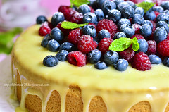 Berry cake with white chocolate glaze.