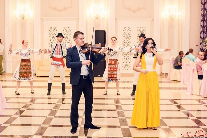 Costi BURLACU & Corina ŢEPEŞ  şi orchestra FESTIV