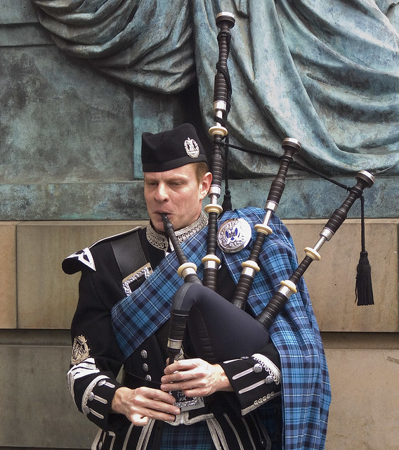 how to play the bagpipes wikihow