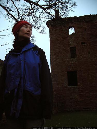 kat wandering around a castle   dscf3423