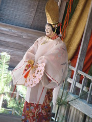 clothing(1.0), tradition(1.0), kimono(1.0), costume(1.0),