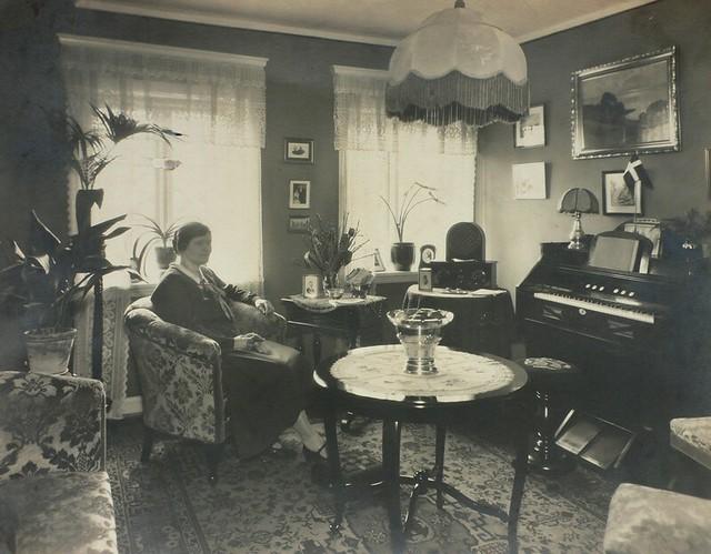 1920s home interior
