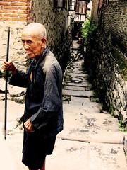 小巷里的老人