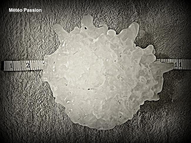 grêlon géant comparable à celui de 972 gr retrouvé à Strasbourg le 11 août 1958 météopassion