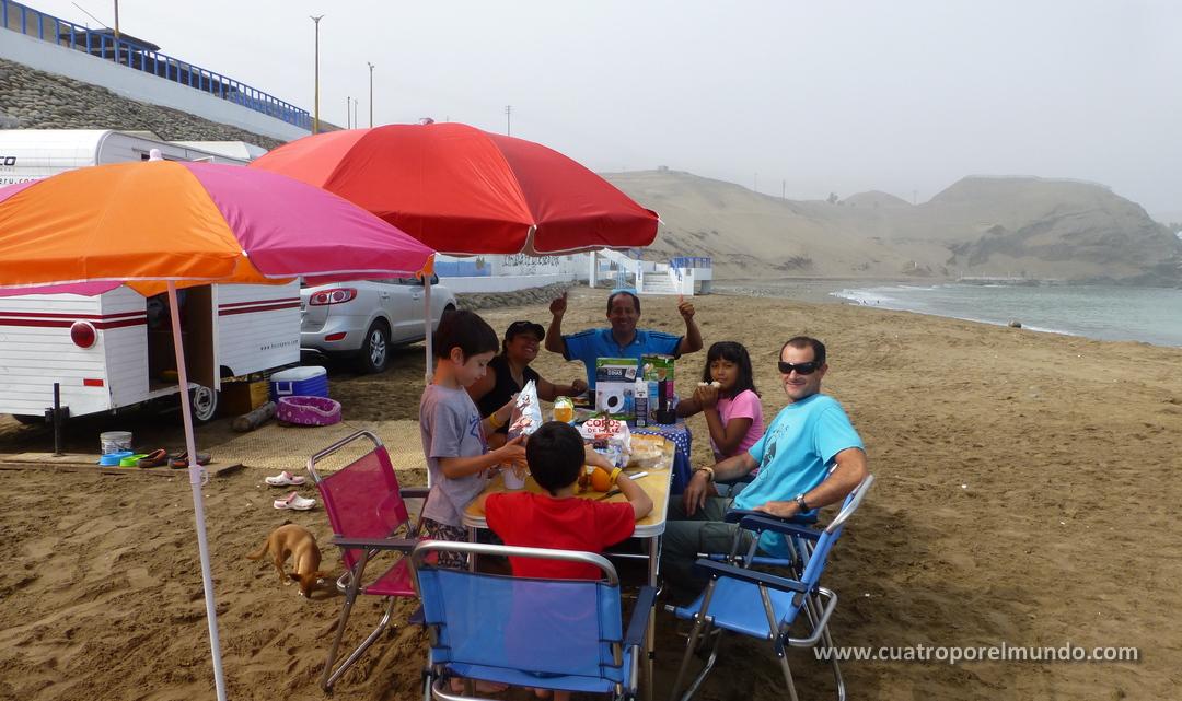 En Playa la Tiza con Miluska, Rolo y Valeria. Que días tan lindos!