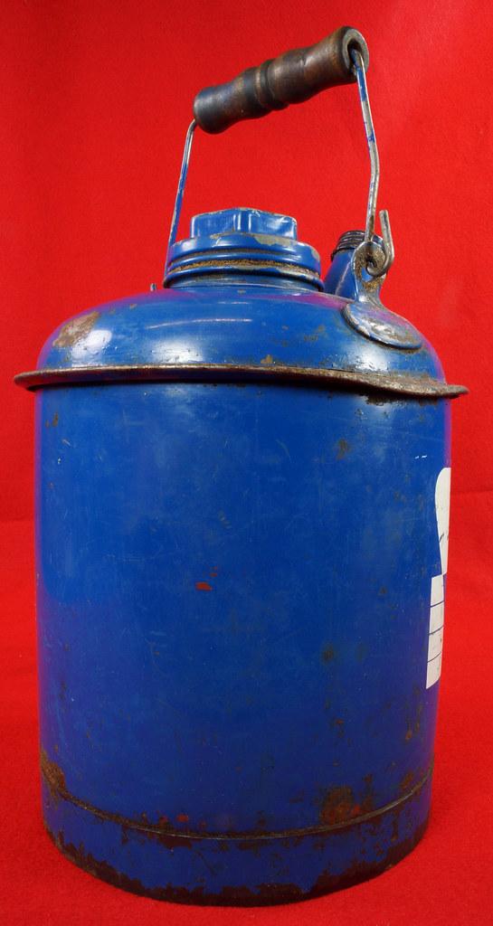 RD7979 Vintage Original Eagle Welded 24 Gauge Steel Blue 1 Gallon Oil Can DSC08056