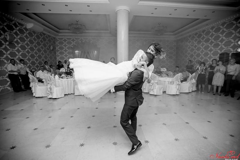 Dansuri pentru Evenimente Speciale / Ore pentru dansul mirilor  > Foto din galeria `Dansul Mirilor (valsul de nuntă)`