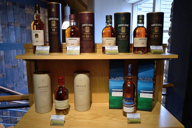 222-20160726_The Glenlivet Distillery-Banffshire-Visitor Centre-display of Aberlour and Scapa malt whiskies