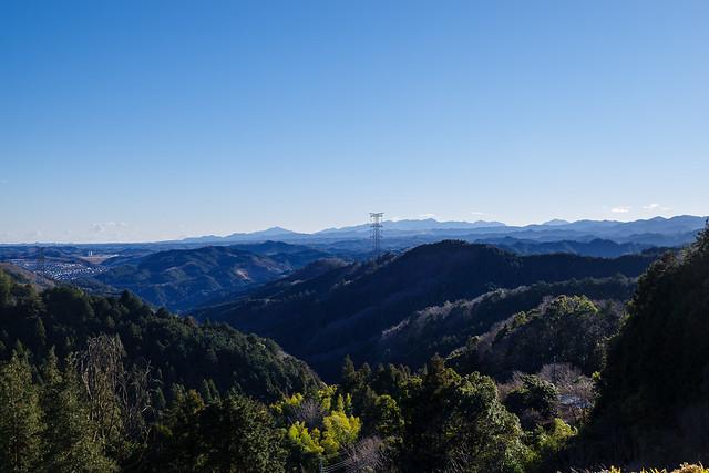武蔵横手駅へ下る林道より展望