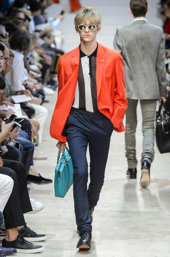 Dominik Sadoch3415_SS16 Paris Paul Smith(fashionising.com)