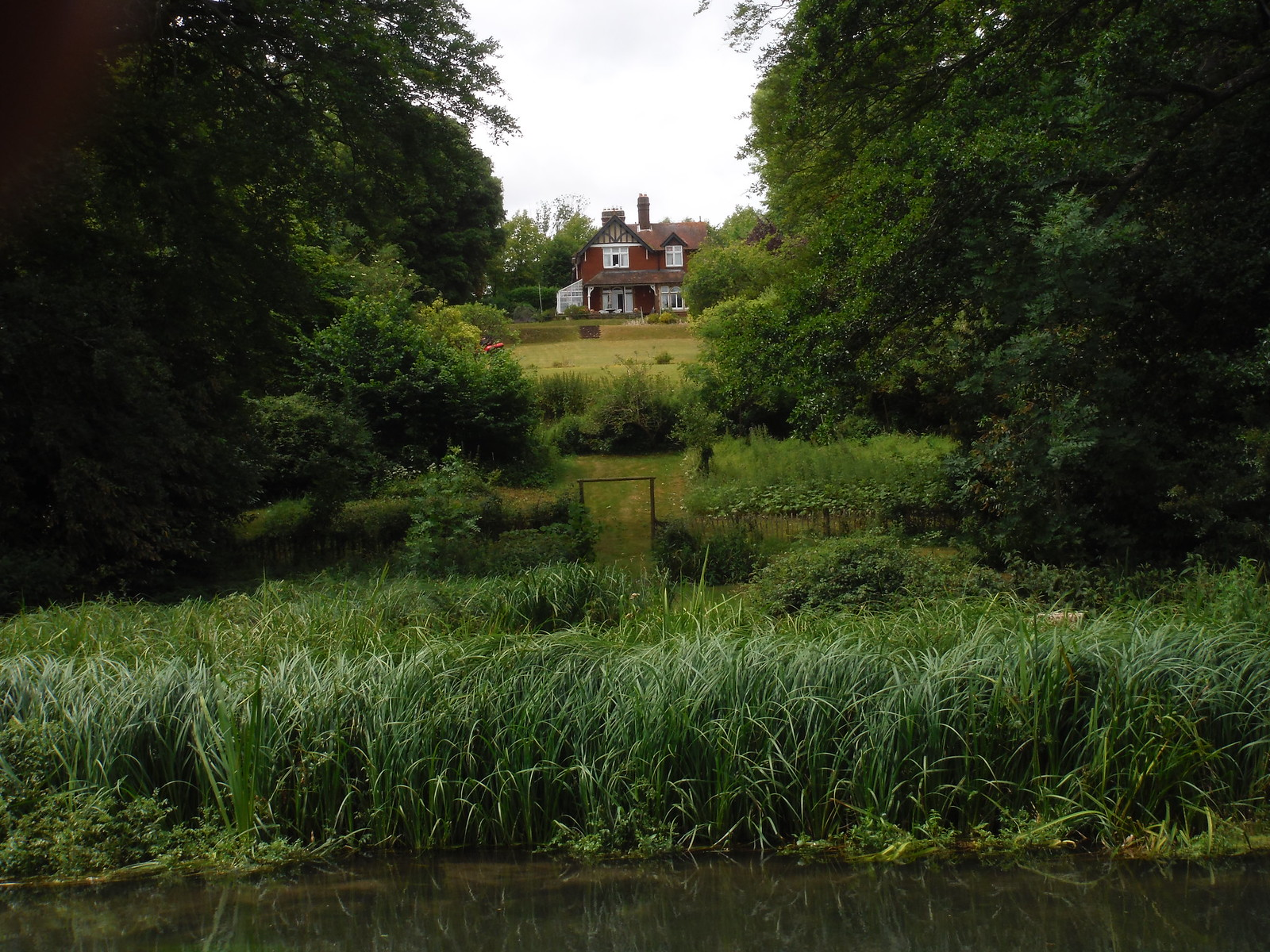 House in Shawford, viewed from the Itchen Way SWC Walk 15 : Winchester Circular