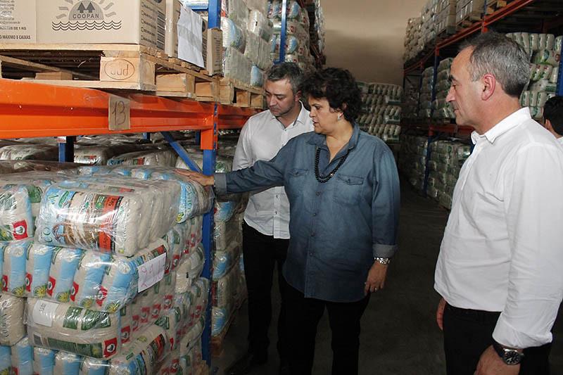 Ministra Izabella Teixeira visitou as estruturas da Coopan, em Nova Santa Rita. Foto_ Leandro Molina.jpg