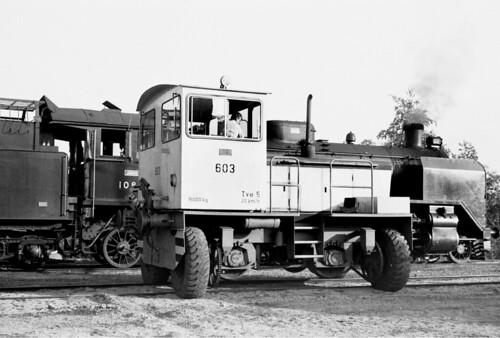 tyres rubberwheels trackmobile diesel shunter finnishrailways tve5 railway train locomotive dieselhydraulic kouvola