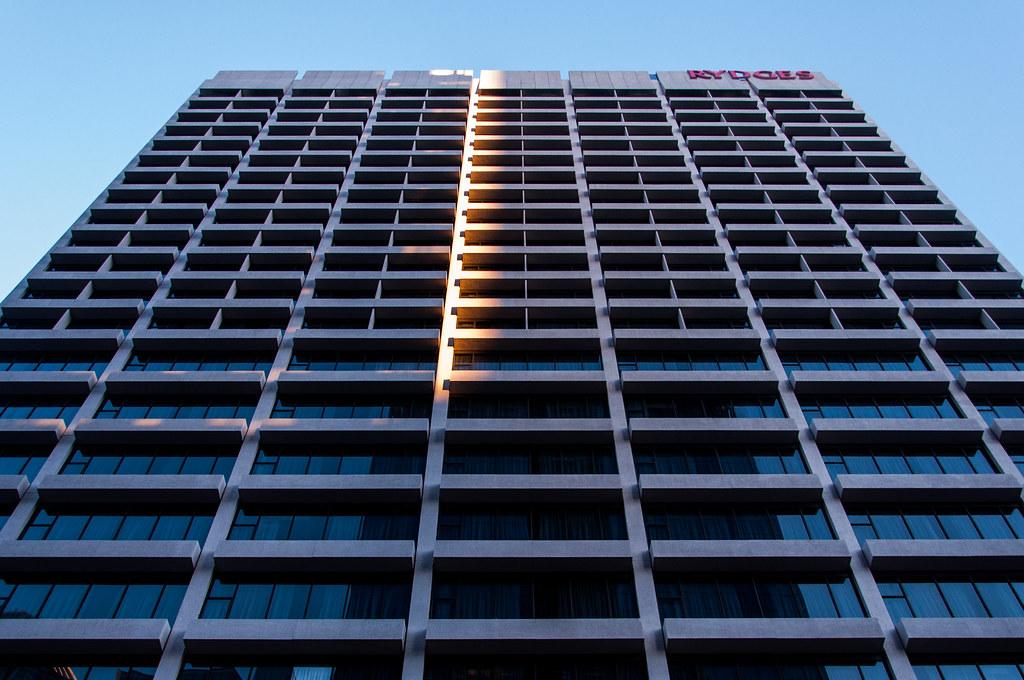 1648 last Sunday, Melbourne CBD | An orange stripe just befo… | Flickr