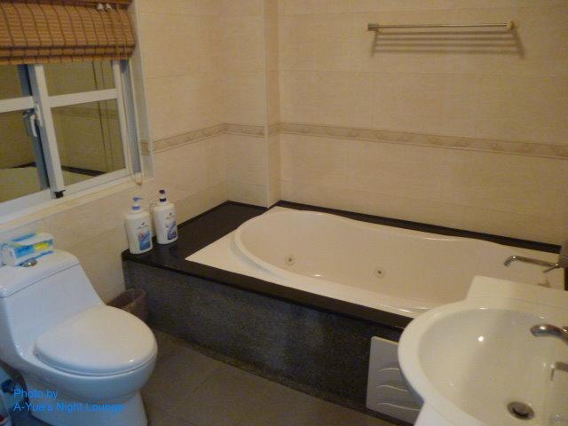 9日式巴里風四人大套房 浴廁 泡澡大浴缸