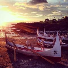 barque(0.0), vehicle(1.0), sea(1.0), watercraft rowing(1.0), evening(1.0), boating(1.0), morning(1.0), gondola(1.0), watercraft(1.0), sunset(1.0), boat(1.0),