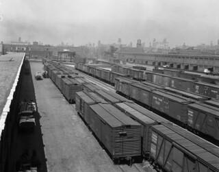 Canadian National Railways freight yards, Toronto / La gare de marchandises de la Compagnie des Chemins de fer nationaux du Canada, à Toronto