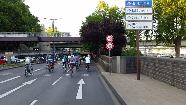 Radfahrer im Rheinufertunnel