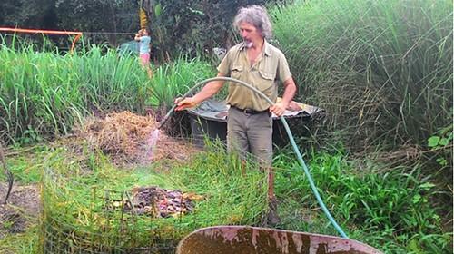 良好的堆肥約兩三天左右,中心就會開始發酵產生高溫而冒出熱煙。攝影:林貞妤。