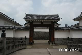 霞城公園入り口