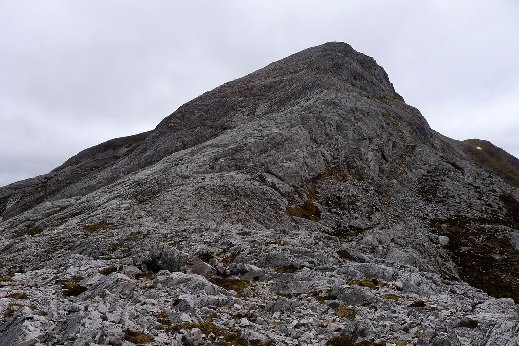 Looking up the ridge of An Ruadh-Stac
