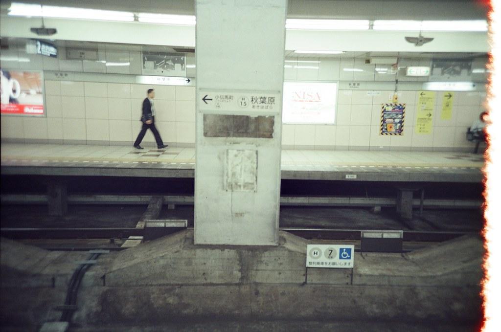 Tokyo, Japan / KODAK 500T 5219 / Lomo LC-A+ 東京來了好多次了,好像不需要特別規劃行程也可以很隨意的逛。  東京已經不像是我的旅遊城市了,它比較像是在一段慢長時間裡、逐漸快被淡忘而回來懷念記憶的地方。  東京不再有當時第一次旅遊的驚奇感了,但或許我可以稍微平靜一點的慢慢紀錄這個城市。  即使忘記了,下次還會有機會再回來。  Lomo LC-A+ KODAK 500T 5219 V3 7393-0039 2016-05-22 Photo by Toomore